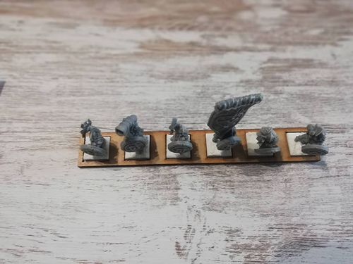 Movement tray of 6 miniatures in 20x20mm harasser