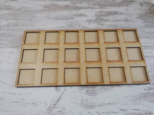 Tray of movement in harasser of 18 miniatures of 25x25mm